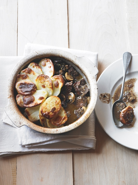 Beef and red wine hotpot