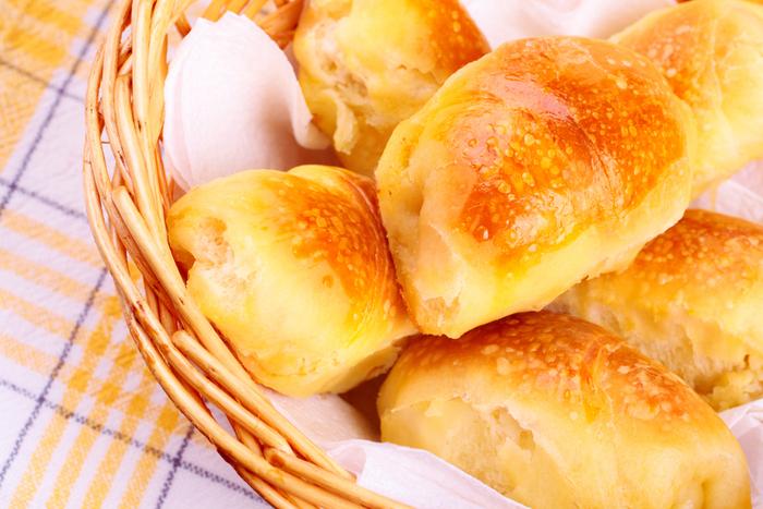 Golden cheese puffs
