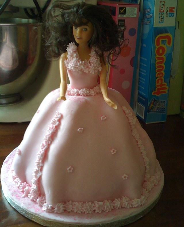 Strange Barbie Princess Birthday Cake Mummypages Uk Funny Birthday Cards Online Inifodamsfinfo