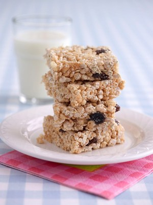 Marshmallow fluff crispie bars