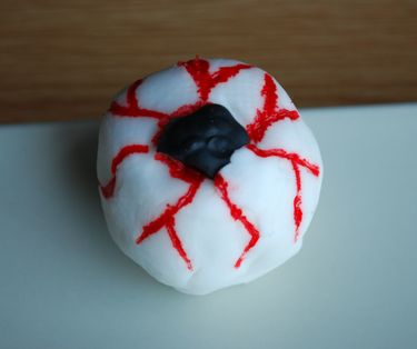 Cake pop eye balls