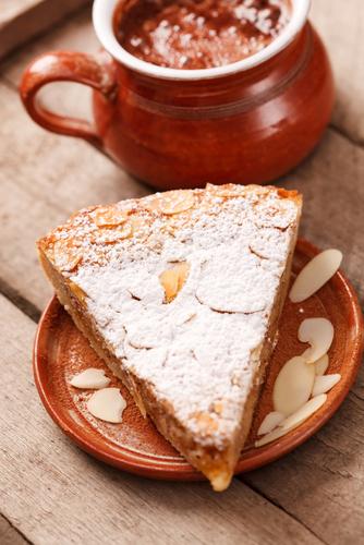 Simple almond cake
