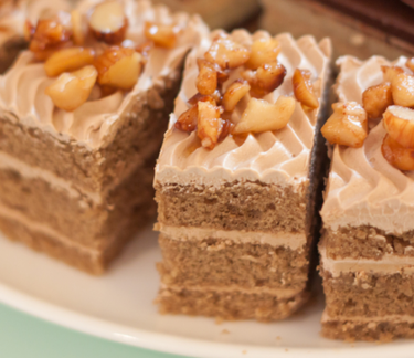 Mini coffee cakes with almonds