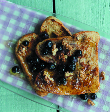 Spiced French toast with walnuts, blueberries and maple syrup