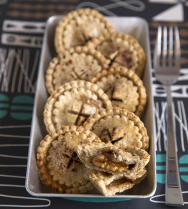 Honey and walnut 'three-bites' pies