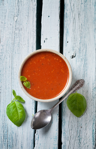 Spicy tomato and red pepper soup