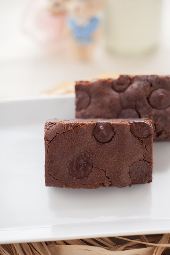 Chocolate chip fudge brownies