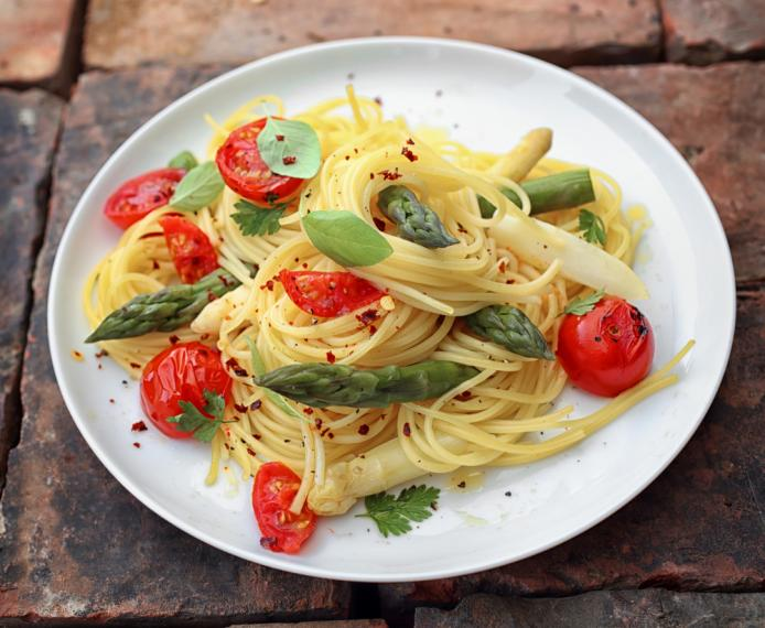 Pasta with roasted asparagus, cherry tomatoes and goats' cheese.