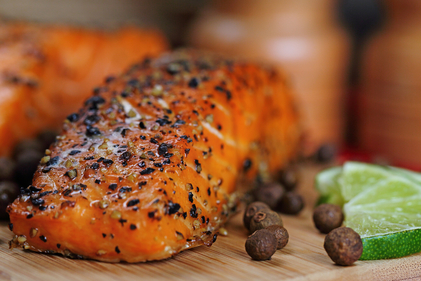 Peppered salmon and garlic chickpeas