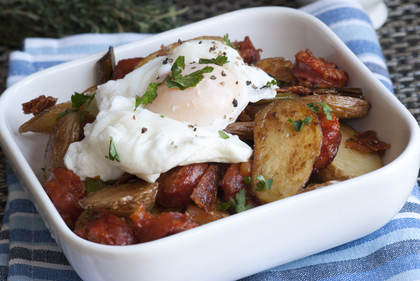 Poached egg, hash