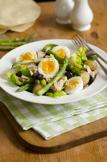 Tuna and asparagus salad