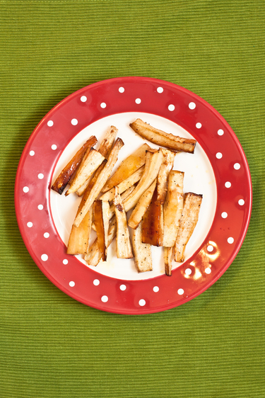 Parmesan and parsnip crisps with garlic