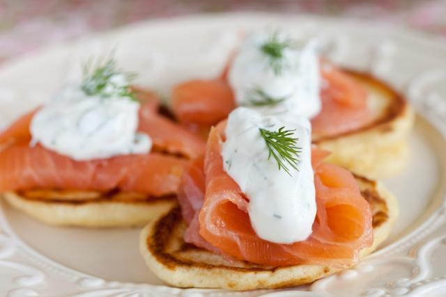 Smoked salmon with crème fraiche pikelet