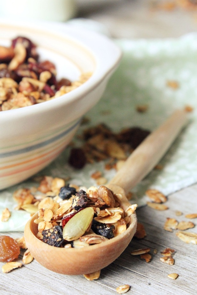 Low carb granola with nuts and apricots