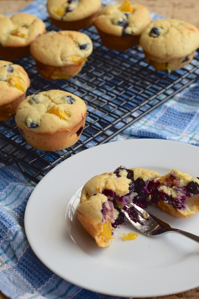 Peach and blueberry cream muffins