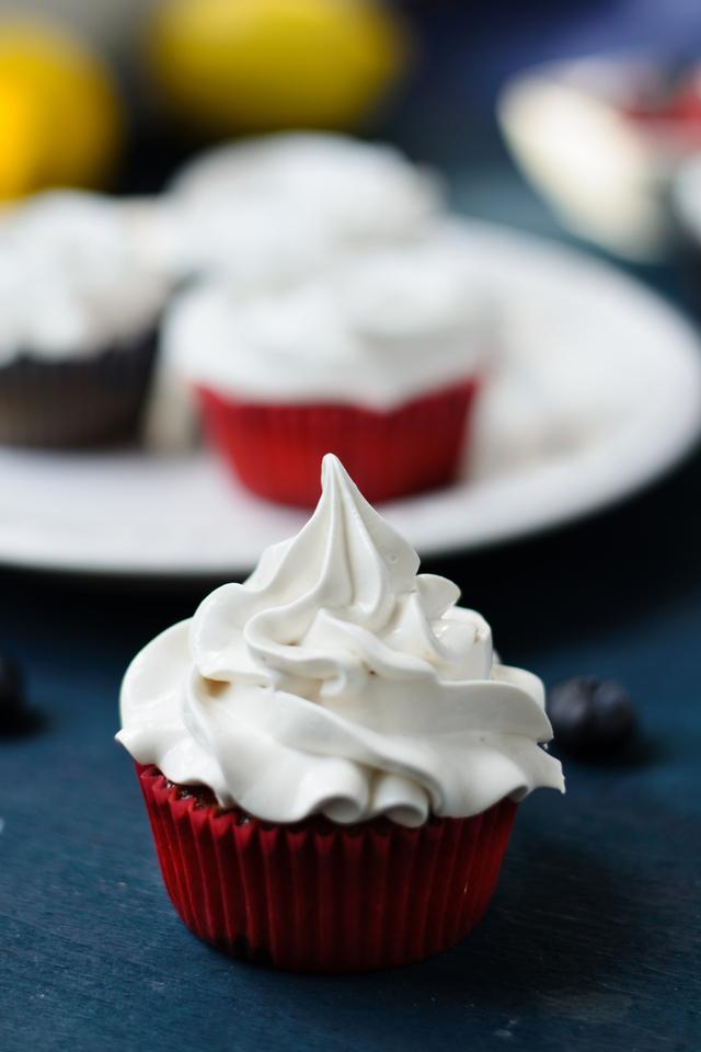 Meringue topped cakes