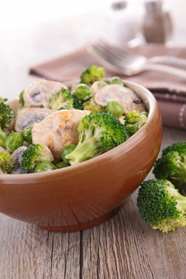 Chicken with chickpea and broccoli one pot