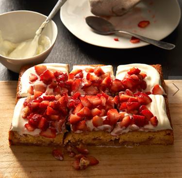 Strawberry and yoghurt cake