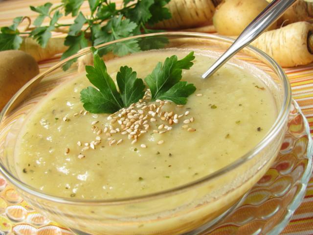 Spicy parsnip with cauliflower soup