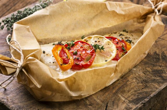 Baked fish with piquant salsa
