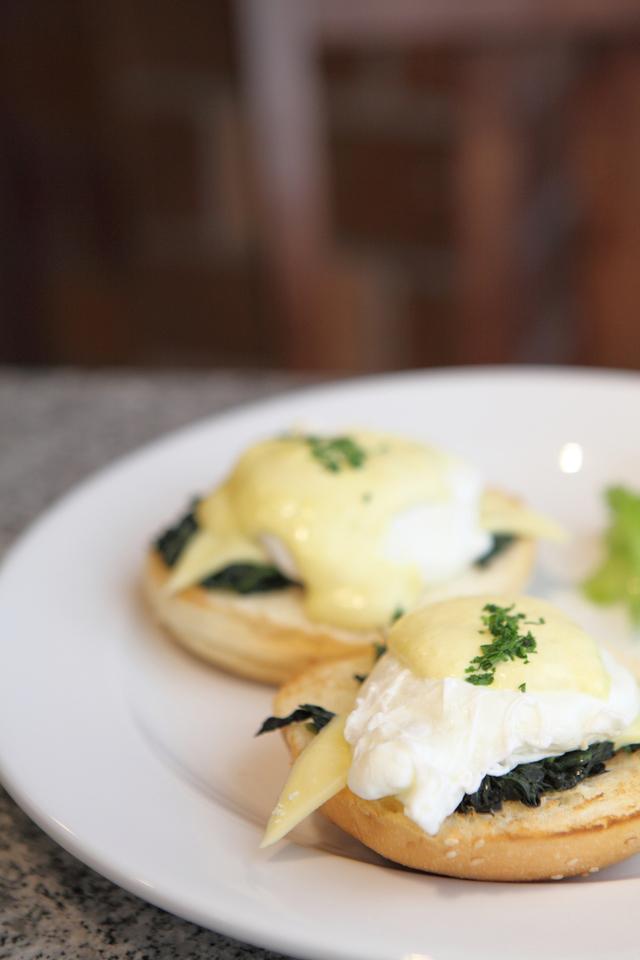 Classic eggs Florentine