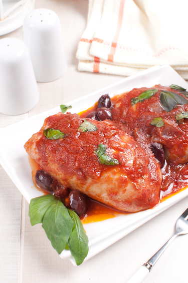 Slow cook chicken with kalamata olives in tomato sauce