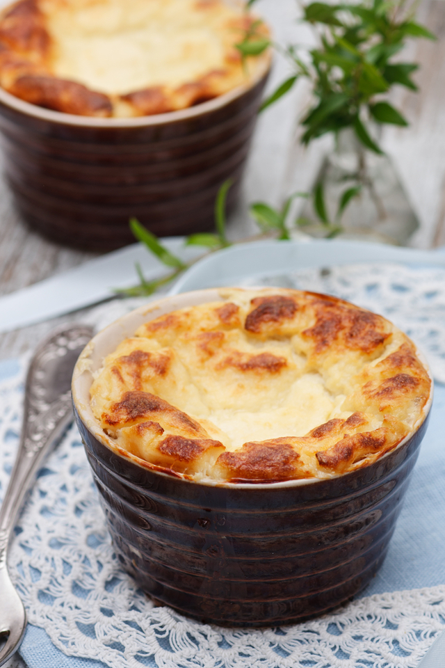 Goat cheese and broccoli soufflé