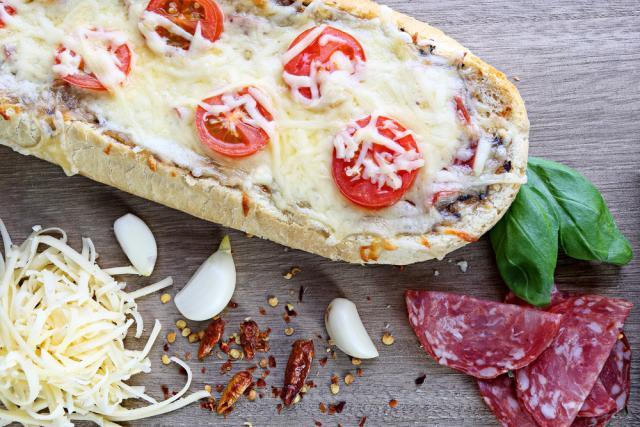 Cherry tomato and cheese garlic slices