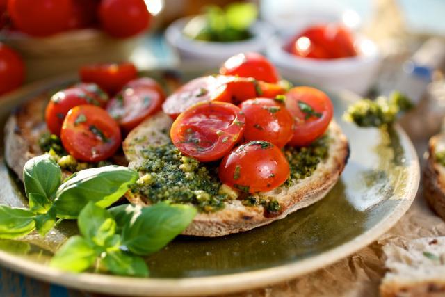 Garlic pesto toasts with cherry tomatoes