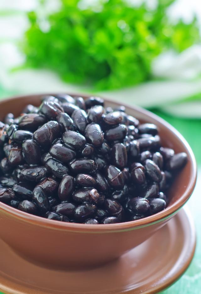 Black bean cakes with fresh salsa