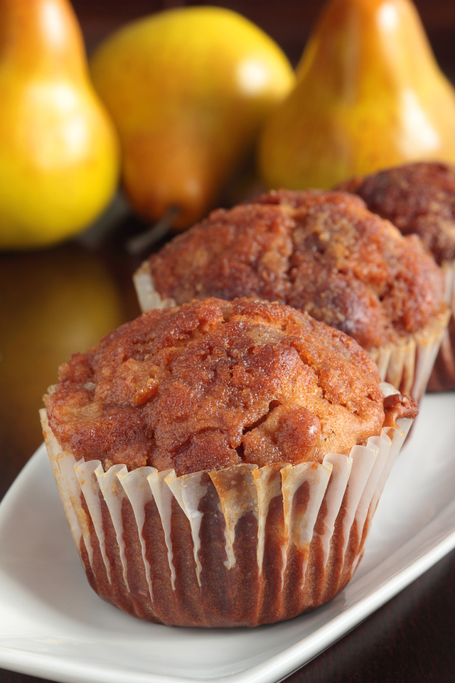 Pear with oat muffins