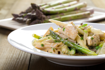 Chicken with asparagus and penne pasta