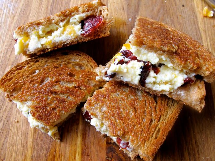 Stilton with cranberry toasties