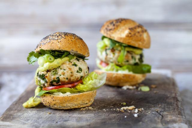 Turkey burgers with guacamole