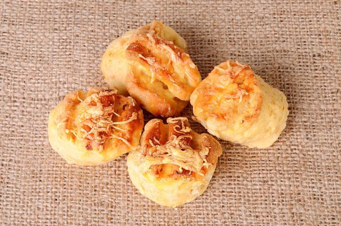 Savoury cheese scones
