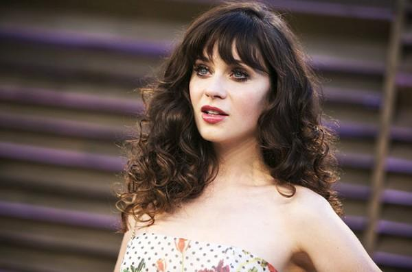 Zooey Deschanels toddler daughter refuses to wear this item of clothing