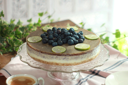 Blueberry gin and tonic cheesecake