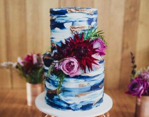 Looking for your something blue? We reckon wedding cake is the key