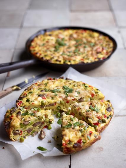 Frittata with lamb, feta cheese, red pepper and peas
