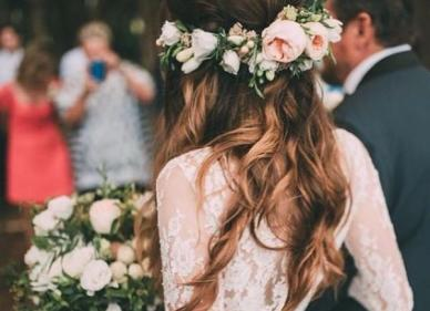 Bridal inspiration alert! Check out these 10 AMAZING floral crowns