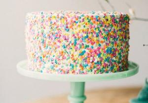 10 non-traditional baby shower cakes that were totally in love with