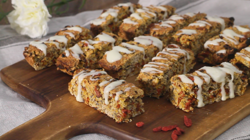 Hazelnut and goji oat bars