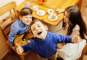 A Tavola! Why we need to bring back family meals together