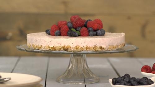 Light berry cheesecake