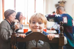 10 ways to improve kids behaviour at mealtime
