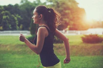 Women who exercise regularly cut the risk of developing gestational diabetes