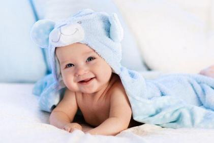 This is the age babies make their first real smile, study says