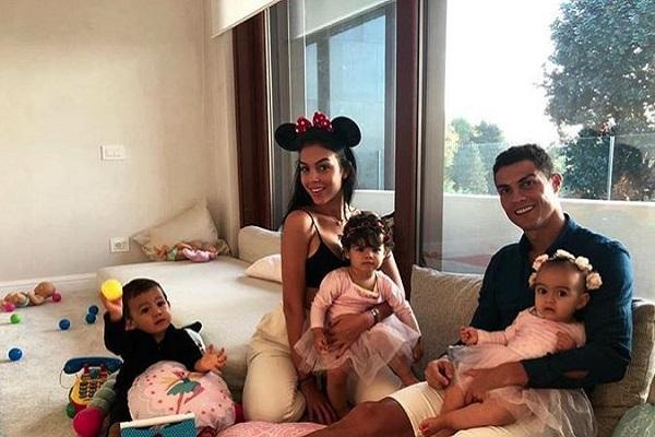 Ronaldo shares heartwarming family snap in honour of daughters 1st birthday