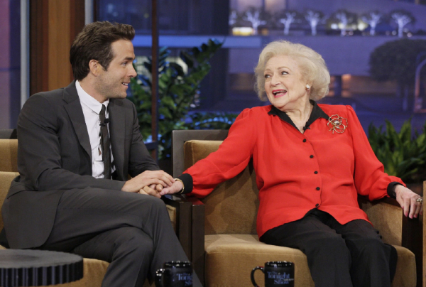 Ryan Reynold wrote a HILARIOUS birthday tribute to ex-girlfriend Betty White
