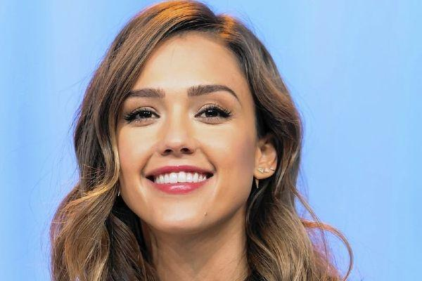 Jessica Alba goes to therapy with her 10-year-old daughter for THIS reason